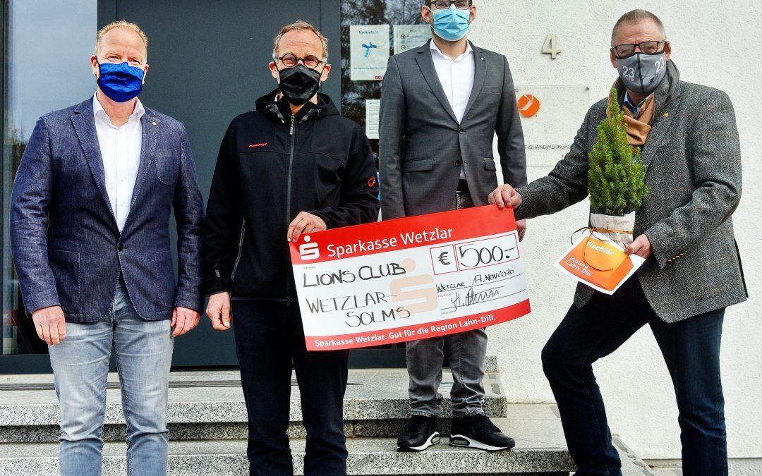 Spendenübergabe der Tischlerinnung Lahn-Dill an den Lions-Club Wetzlar-Solms